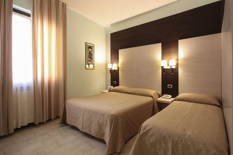 Camera matrimoniale con letto aggiunto - Hotel con camere vista mare ...